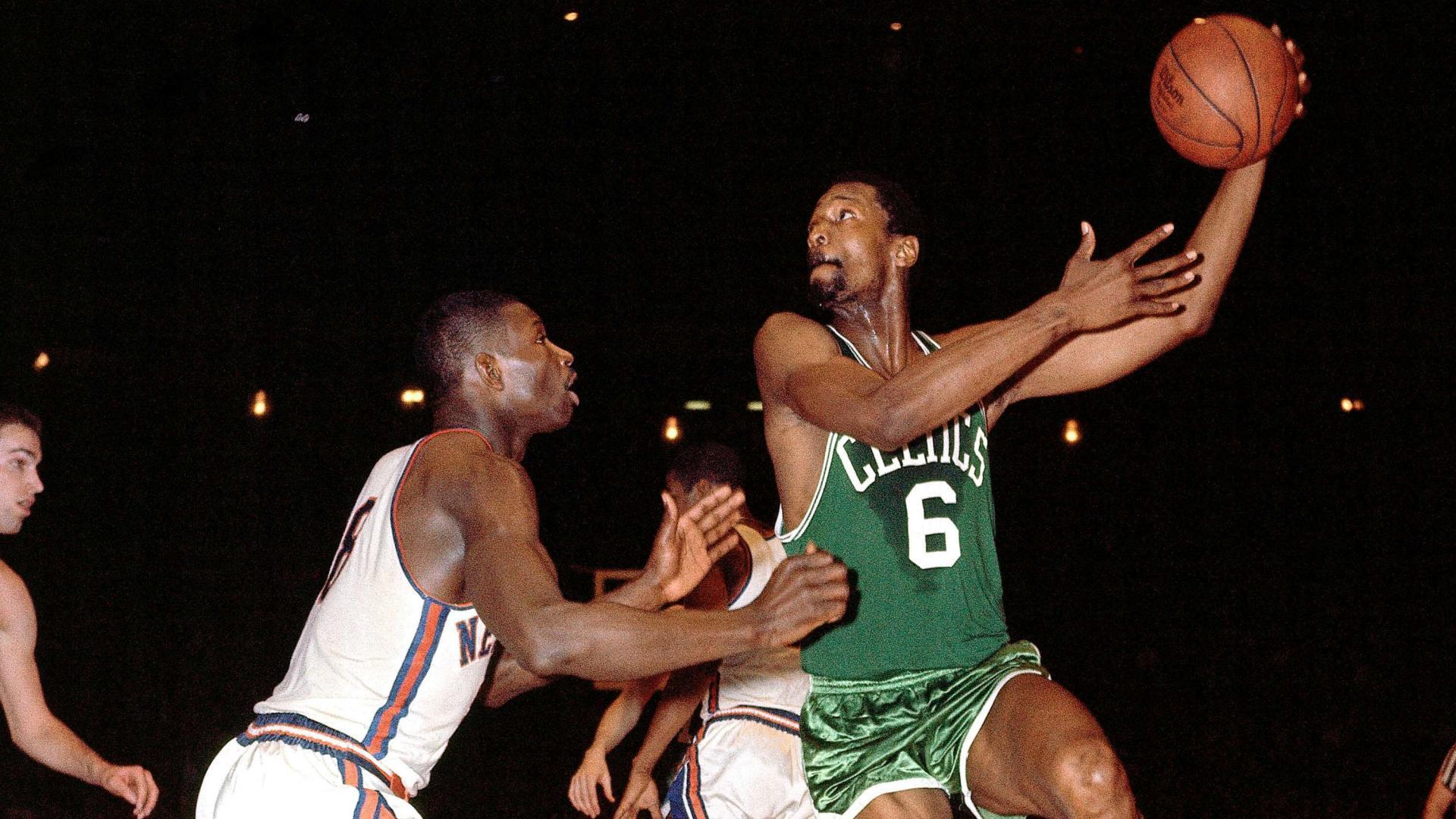 Bill Russell posee 11 anillos de la NBA. Actualmente es el que más tiene.