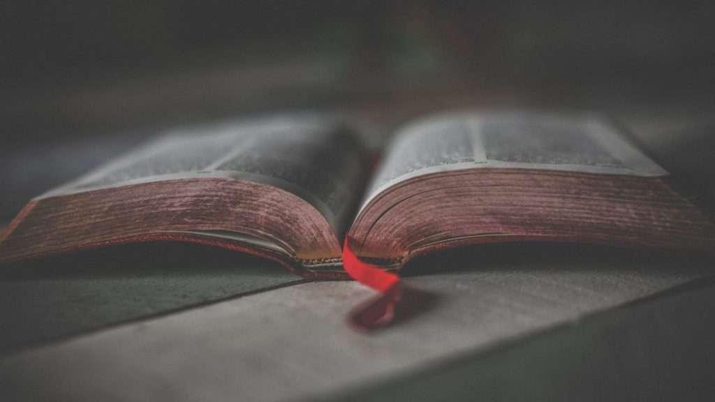 Forrar un libro es importante para que el libro aguante más tiempo sin estropearse